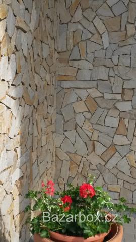 Přírodní kamenný obklad